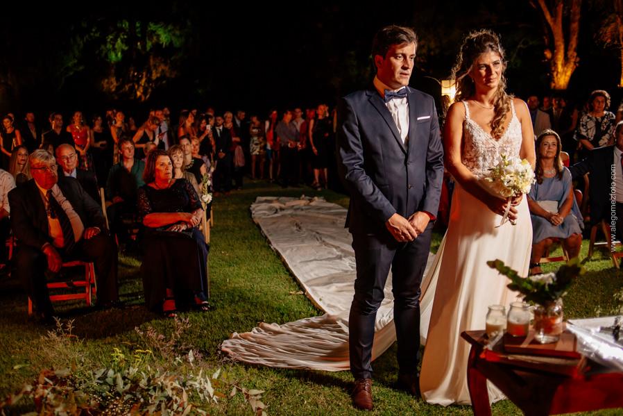 Los Novios en el altar del Parque de La Delfina - Alejandro Gomez Fotografo de Casamientos