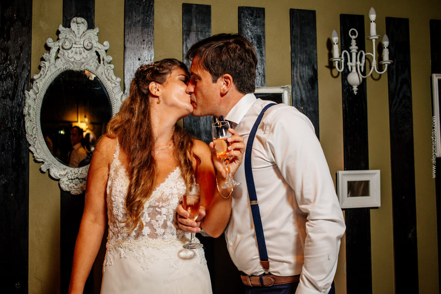 Brindis y beso de los novios - Alejandro Gomez Fotografo de Casamientos