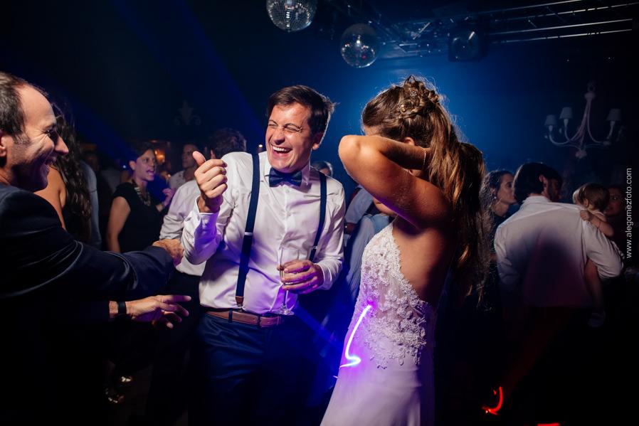 Los novios bailando y diviertiendose - Alejandro Gomez Fotografo de Casamientos