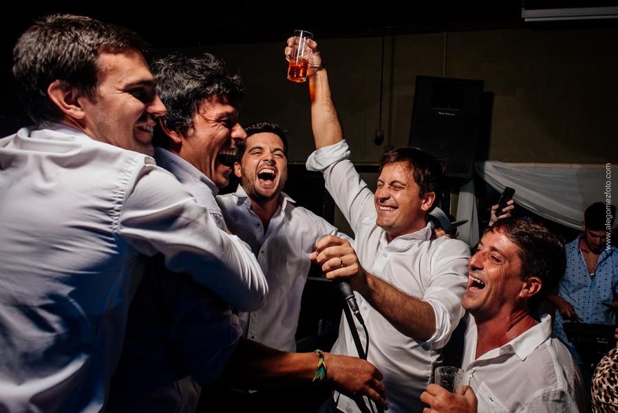 El Novio y sus amigos - Alejandro Gomez Fotografo de Casamientos