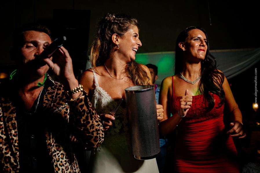 La Novia junto a la banda musical show - Alejandro Gomez Fotografo de Casamientos